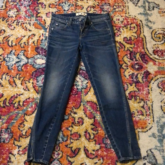 AMO Cropped Jeans